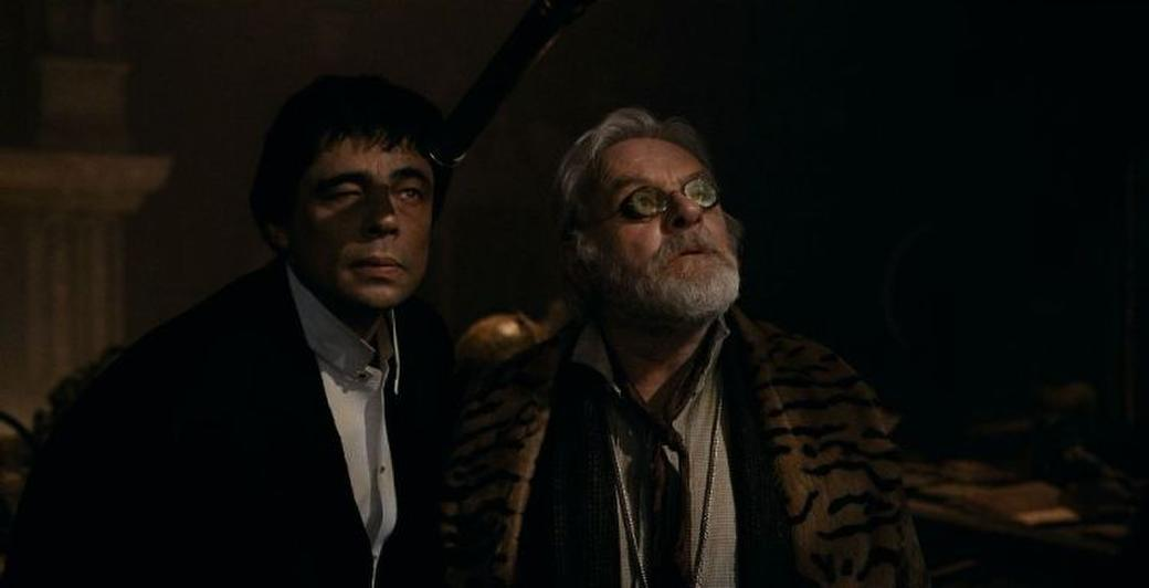 Benicio Del Toro and Anthony Hopkins in